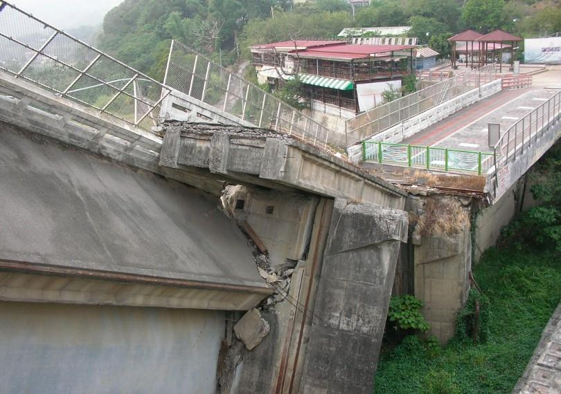 921 大地震後的石岡水壩。(圖/Pixabay)